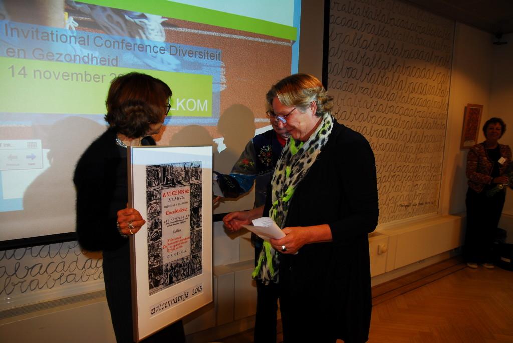Uitreiking door Pauline Meurs, voorzitter ZonMw, aan Marion Ferber